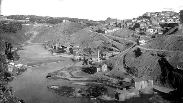 Molino de Romayla, a la izquierda de la imagen, dónde fue encontrado el cadáver de Llaudí (Foto, Thomas. Archivo Municipal de Toledo)