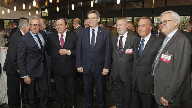 Puig con representantes de AVE y de la Autoridad Portuaria y la Cámara de Comercio de Alicante
