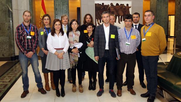Miembros del comité de empresa con representantes de los partidos políticos