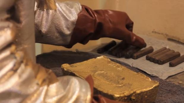 Sellado de un lingote de oro en Kinross Gold en Mauritania