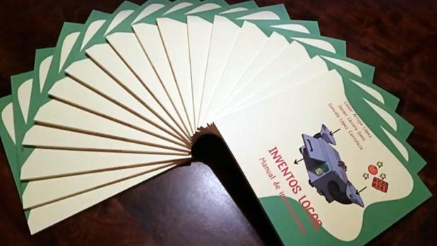Ejemplares del libro infantil «Inventos locos. Manual de instrucciones»