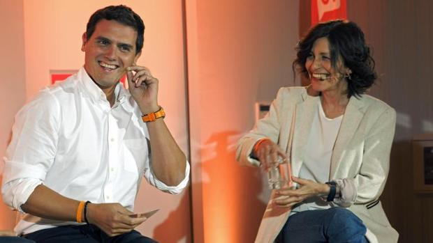 Albert Rivera, en un acto juntoa la candidata de Cs a la Presidencia de la Xunta, Cristina Losada, durante las elecciones autonómicas de 2016