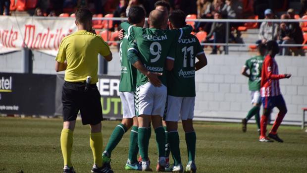 Celebración de uno de los goles del CD Toledo en el Cerro del Espino