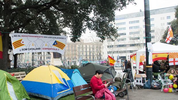 Acampada de Tabarnia en la Plaza Cataluña de Barcelona