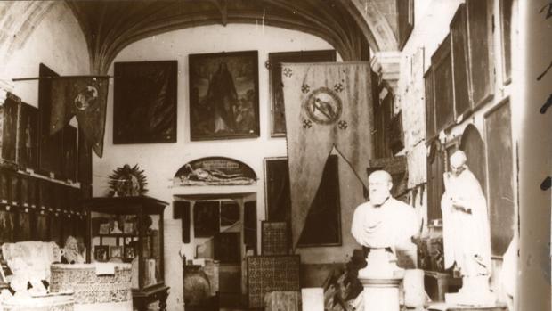 Primera sala del Museo Provincial en San Juan de los Reyes. Archivo Municipal de Toledo. Fondo Luis Alba