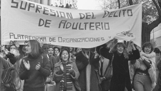 Manifestación feminista reclamando la supresión del delito de adulterio