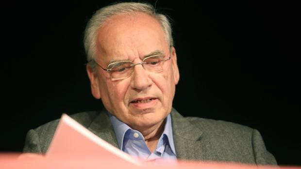 El socialista Alfonso Guerra