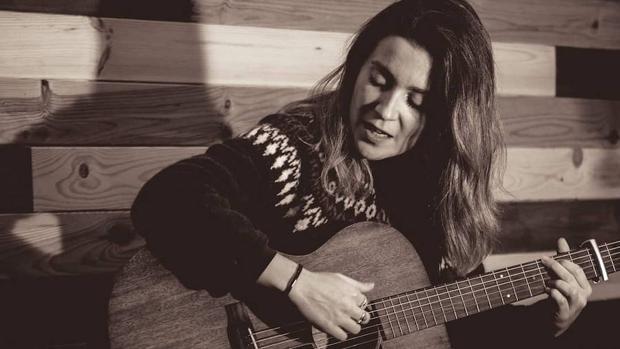 La cantautora Novana