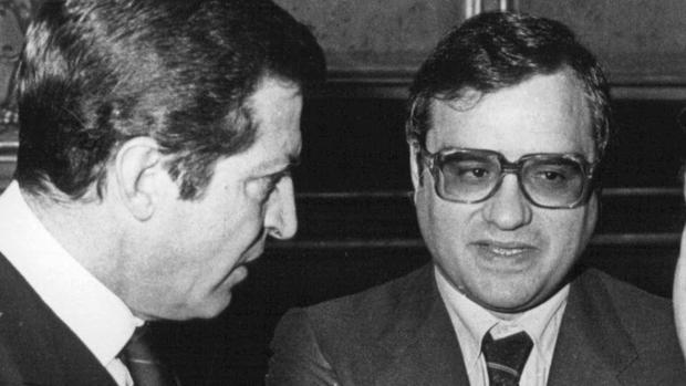 Adolfo Suárez, fotografiado en 1977 junto a su ministro de la Gobernación, Rodolfo Martín Villa