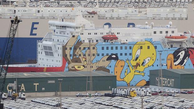 El ferry Moby Dada, conocido como «Piolín», mientras estuvo atracado en Barcelona antes del 1-O