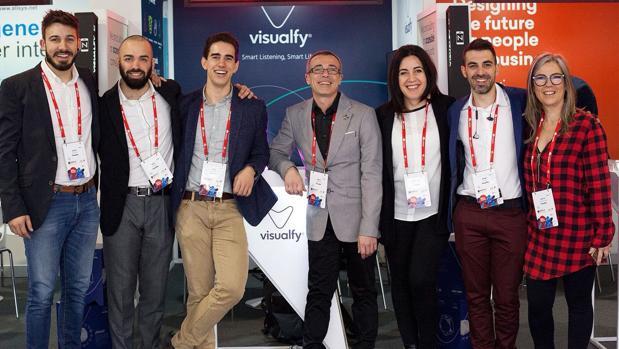 Integrantes de la empresa Visualfy, creadora del aparato para mejorar la vida de las personas sordas