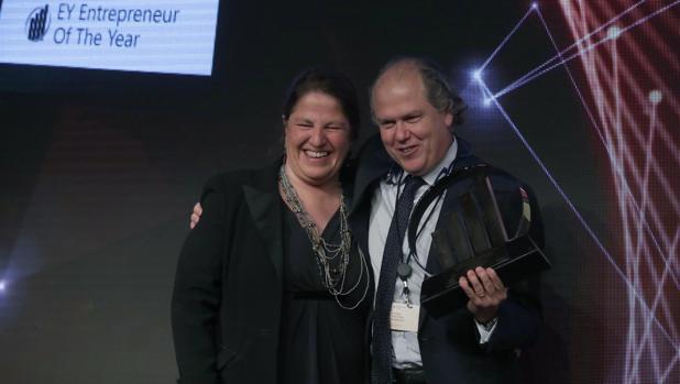 Imagen del presidente de Jeanología, Enrique Silla, al recibir el premio al Emprendedor del Año el pasado día 1