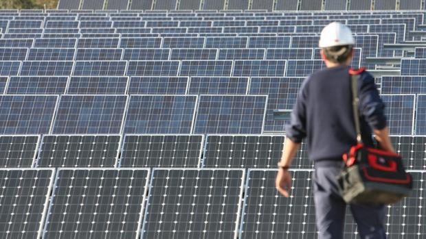 Imagen de archivo de una planta de energía solar