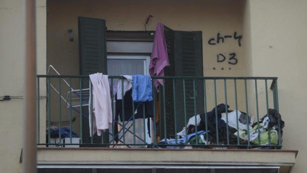 Terraza de la vivienda donde se desató la bronca mortal, en Carabanchel