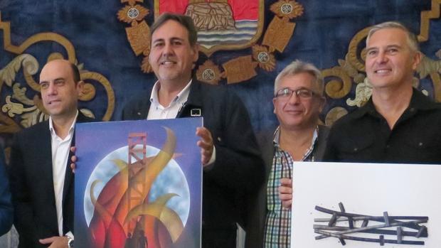 El alcalde (izquierda) y el presidente de la Junta de Hermandades y Cofradías de la Semana Santa (derecha), en la presentación de carteles de fiestas