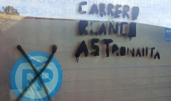Pintadas que han aparecido en la sede del PP de Ávila