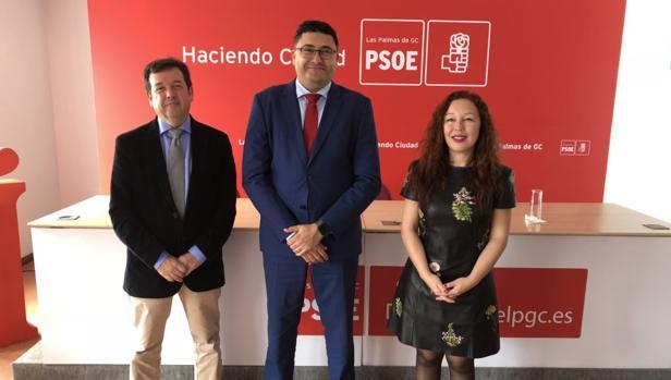 Medina, de Asinca, Miguel A. Pérez, líder del PSOE en Las Palmas y una directiva del sector industrial, Dapresa