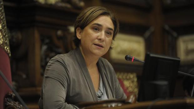 Ada Colau, presidiendo un pleno en el Ayuntamiento de Barcelona