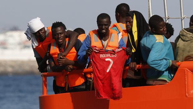 Subsaharianos rescatados cuando se dirigían en patera a las costas de Almería