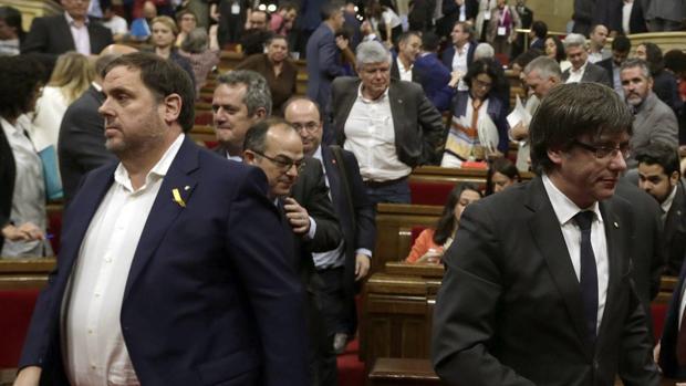 Los dirigentes de ERC y Junts per Catalunya Oriol Junqueras y Carles Puigdemont