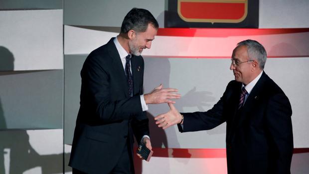 El rey Felipe junto al presidente del COE, Alejandro Blanco durante la XII edición de la Gala Anual del Comité Olímpico Español