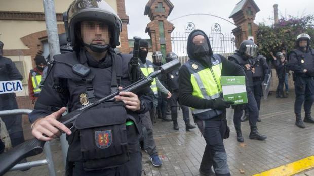 Operativo de Policía Nacional y Guardia Civil contra el referéndum en Barcelona