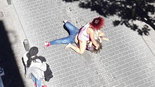 Pelea entre mujeres en pleno Barrio Latino