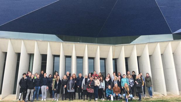 El grupo de estudiantes eslovenos durante su visita al Auditori Teulada Moraira