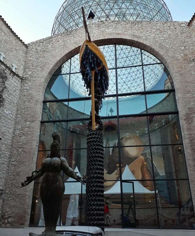 Imagen de las carpas que se instalaron en el museo para proceder a la reinhumación