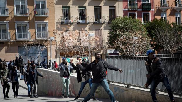 Imagen de los disturbios en Lavapiés este mediodía