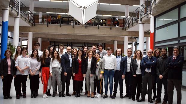 Alumnos y profesores de los tres institutos de la región