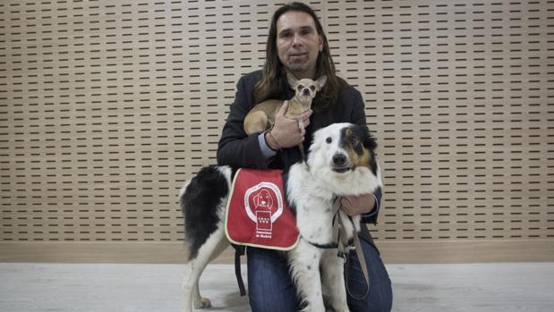 Israel González, director de la Oficina de Intervenciones Asistidas con Animales de la Universidad Rey Juan Carlos