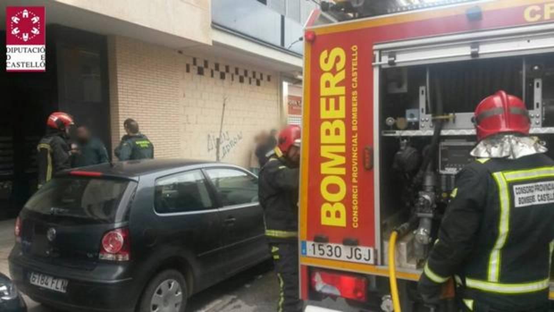 Cuatro heridos por inhalación de humo y unos 50 evacuados por un incendio en un piso en Benicarló