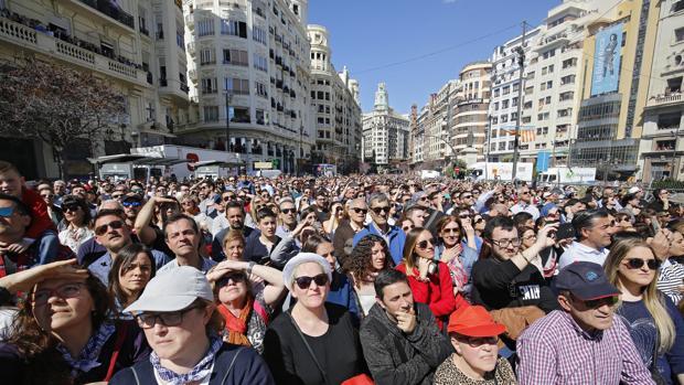 Mascletà del fin de semana en la plaza del Ayuntamiento de Valencia estas Fallas 2018