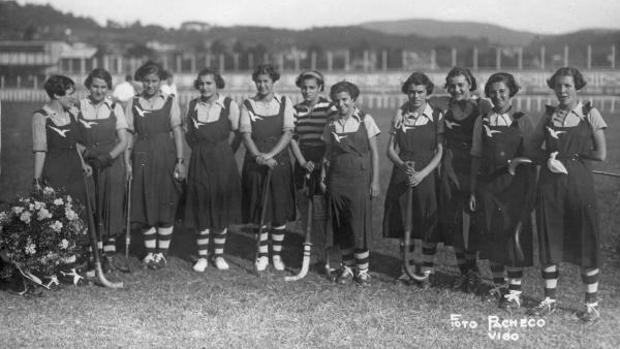 La plantilla del Atlántida Hockey Club, fundado en Vigo en 1932 por María Antonia Sanjurjo Salazar