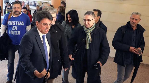 El director xeral de Xustiza invita a pasar a la reunión a los representantes sindicales