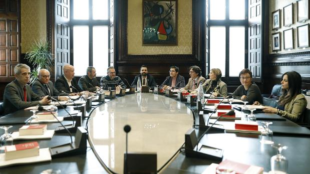 Hemeroteca: El Parlamento catalán tramitará la ley para investir a Carles Puigdemont   Autor del artículo: Finanzas.com