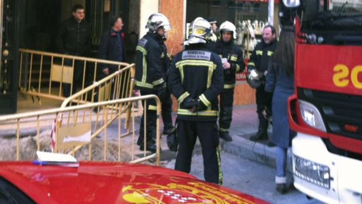 Dos ni os mueren en el incendio de su casa y su padre for Casarse en madrid