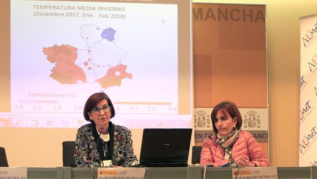 Paloma Castro, a la izquierda, durante la rueda de prensa