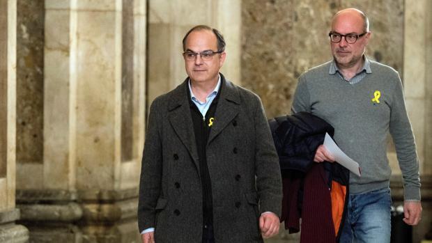 En primer plano, Jordi Turull, candidato a la presidencia de la Generalitat