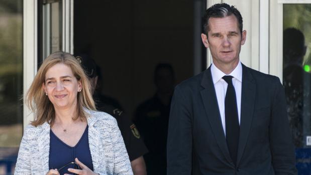 La Infanta Doña Cristina e Iñaqui Urdangarín, tras declarar en el juicio en Palma de Mallorca