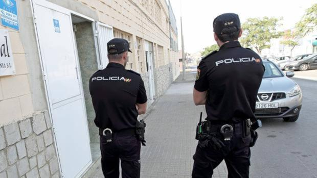 Agentes de Policía Nacional en la provincia de Valencia