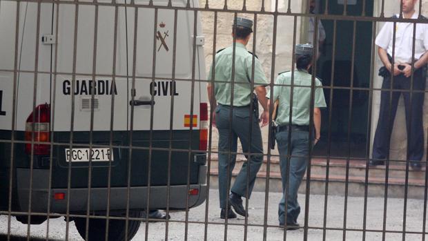 Imagen de archivo de unos efectivos de la Guardia Civil en Alicante