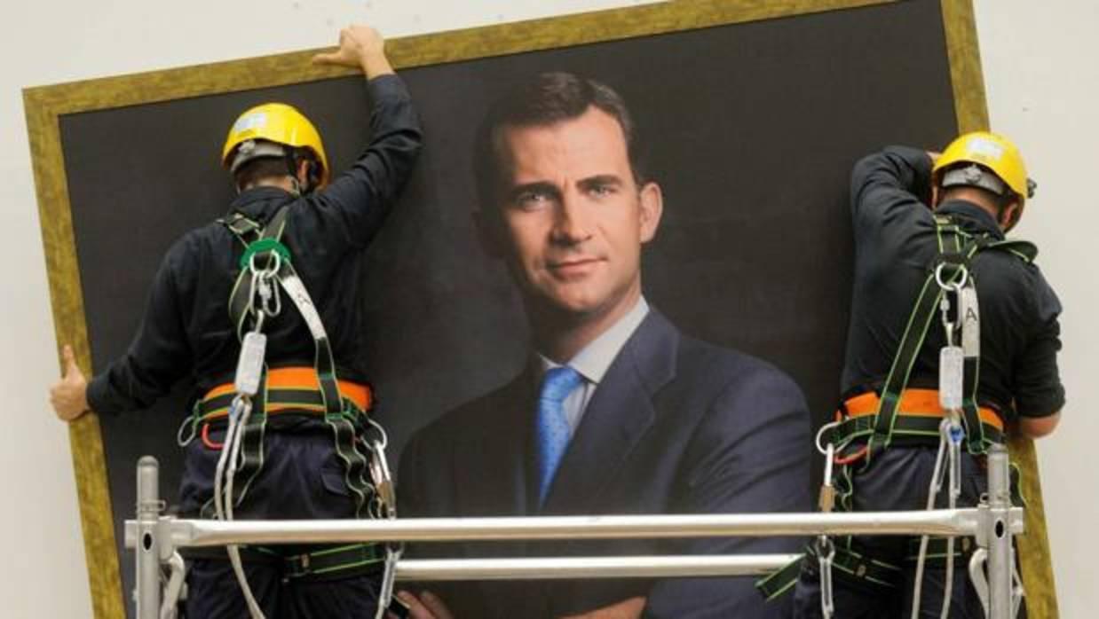 Retiran el retrato del Rey del salón de plenos del Ayuntamiento de Sabadell