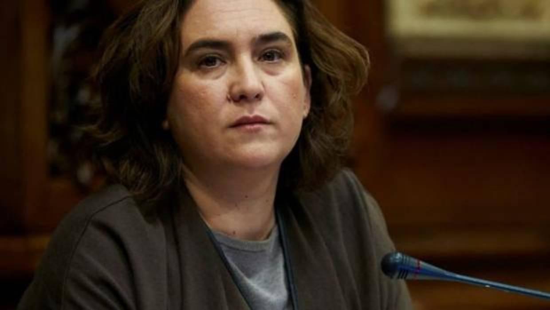 Ada Colau interrumpe el pleno y se solidariza con Marta Rovira: «Son momentos duros»