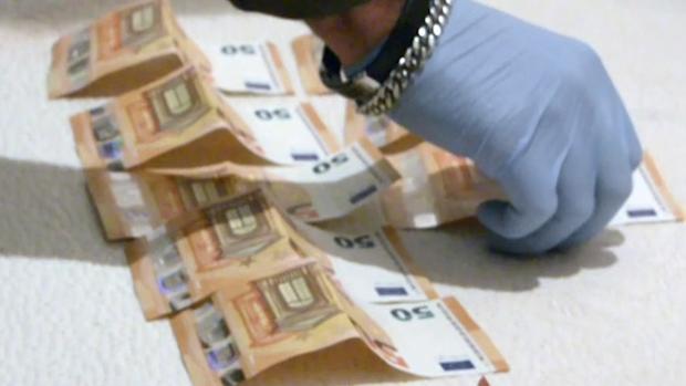 Dinero en efectivo hallado en la vivienda del presunto atracador