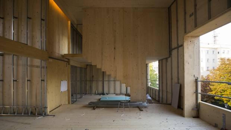 Así es por dentro y por fuera la casa de madera del futuro más alta de Madrid