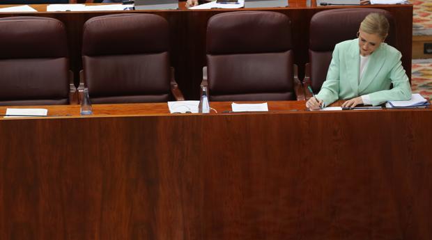Cristina Cifuentes, el jueves en el pleno de la Asamblea de Madrid