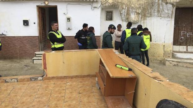 Los agentes detuvieron al cabecilla, a los jefes de la zona y las «madames»