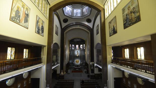 Interior de la parroquia de Santa Gema Galgani